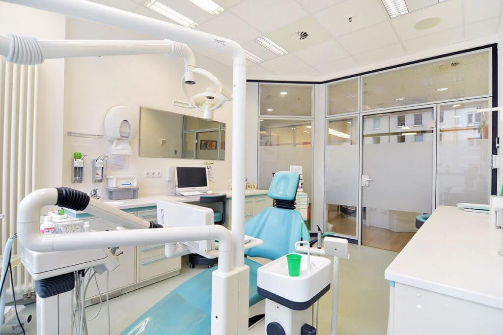 Behandlungsraum Implantologie Koblenz